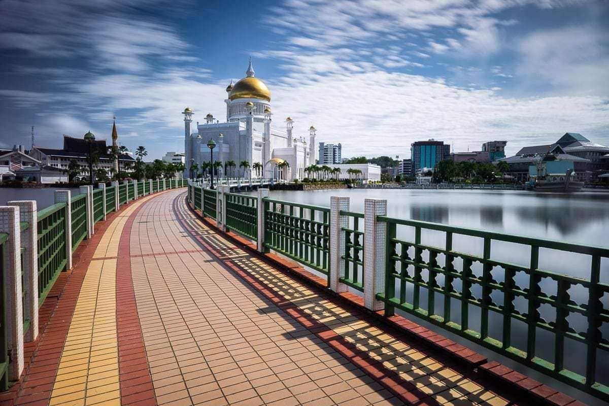Long exposure of Sultan Omar Ali Saifuddien Mosque Brunei