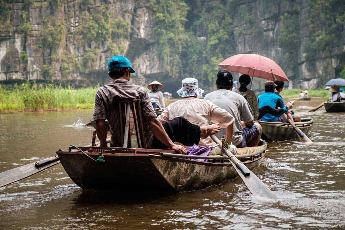Vietnamese boat Ninh Binh Dry Halong Bay Vietnam - Travel photos Southeast Asia