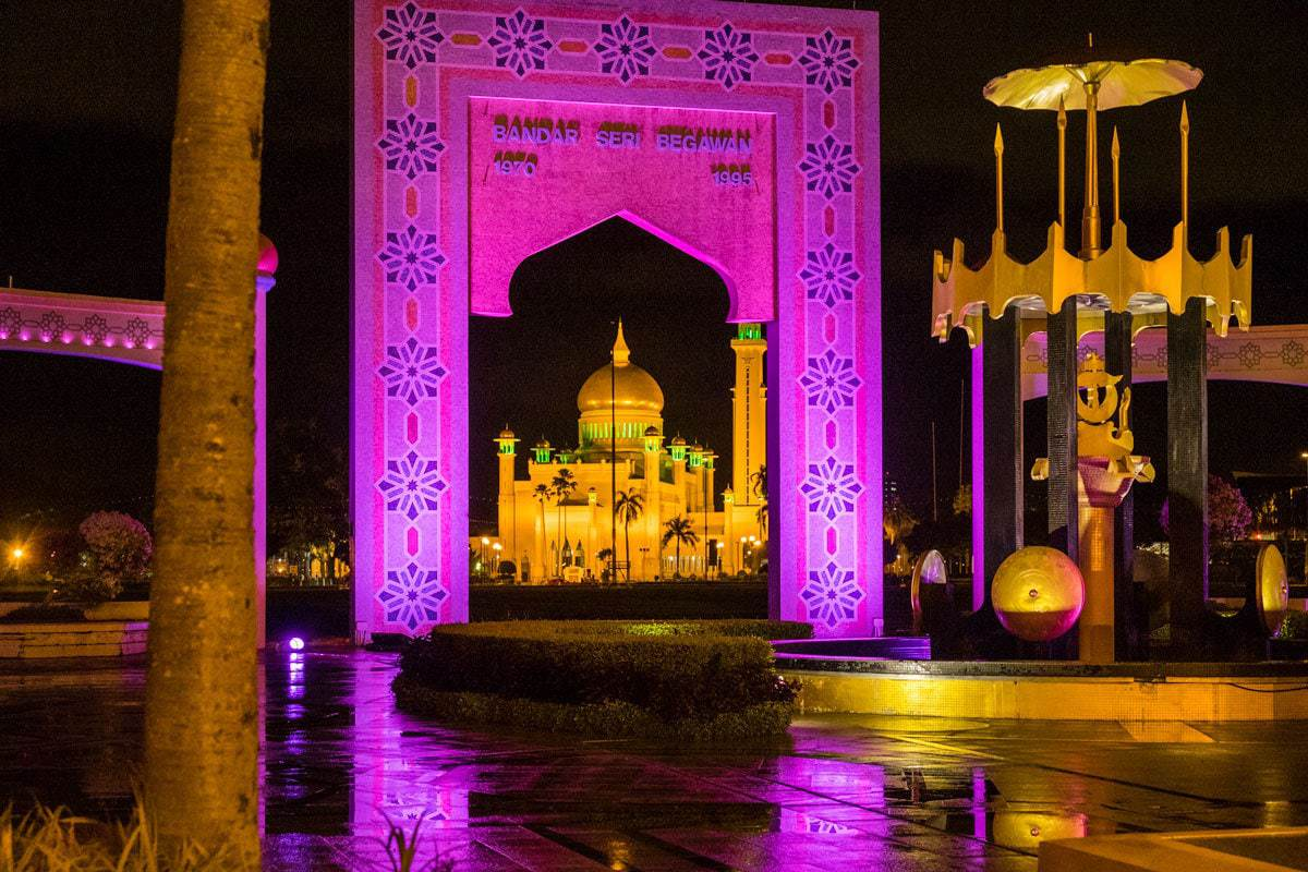 Taman Haji Sir Muda Omar Ali Saifuddien by night