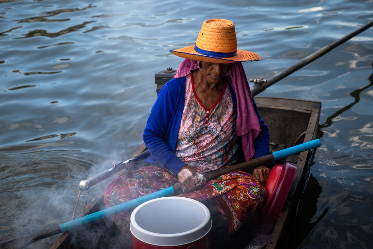 Barbecue chicken seller on a small boat on Bang Luang Canal.