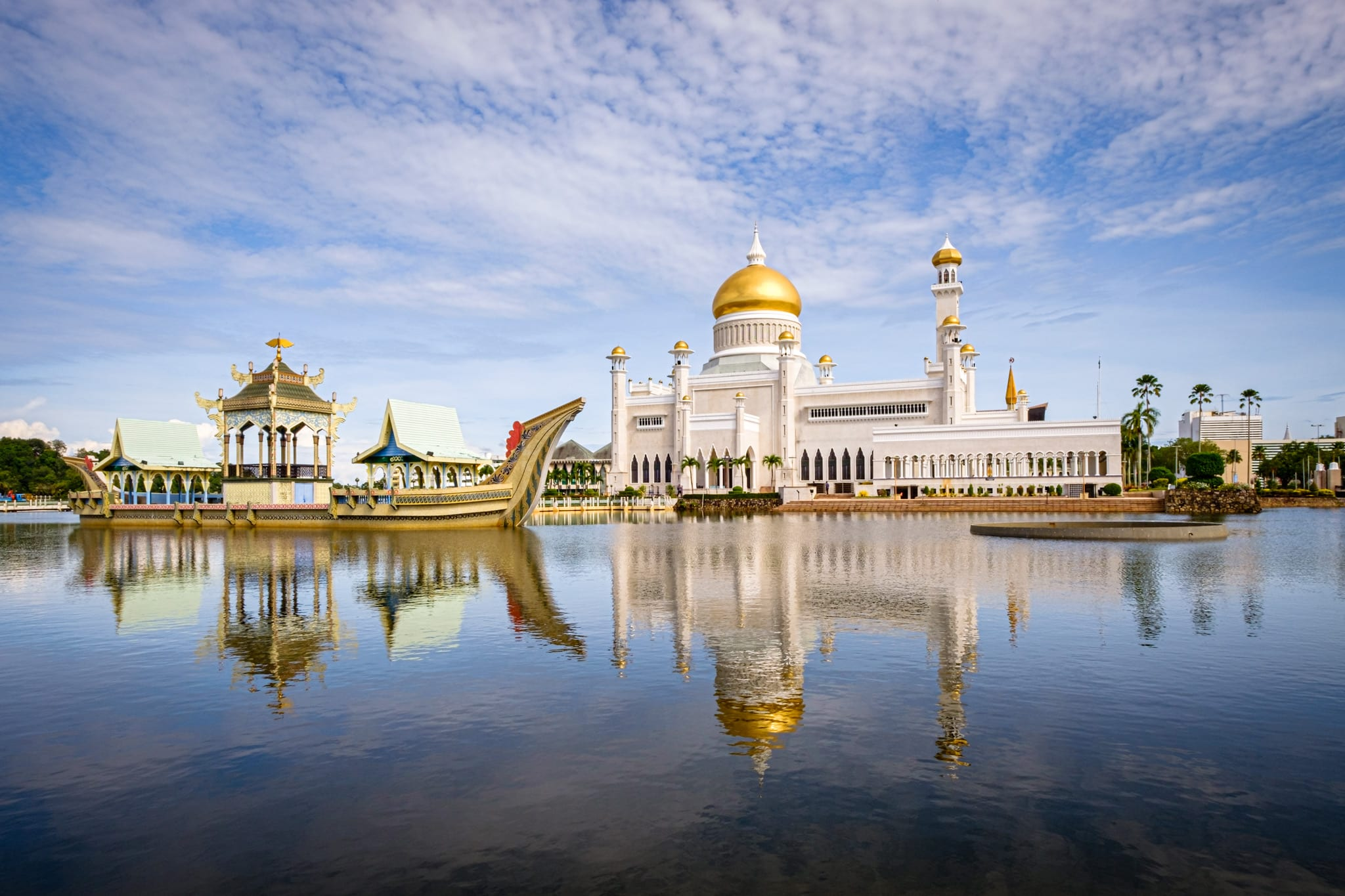Morning shot of the Sultan Omar Ali Saifuddien Mosque, the royal Islamic mosque located in Bandar Seri Begawan, the capital of the Sultanate of Brunei.