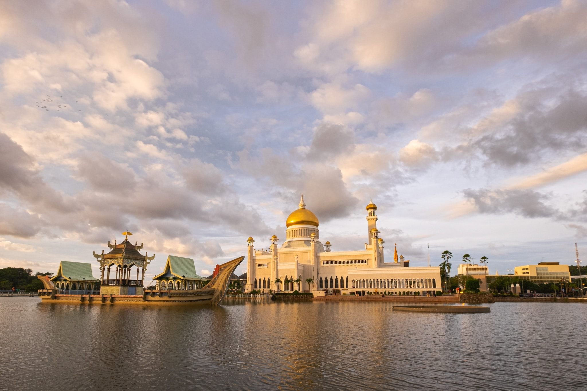 Afternoon shot of the Sultan Omar Ali Saifuddien Mosque, the royal Islamic mosque located in Bandar Seri Begawan, the capital of the Sultanate of Brunei.