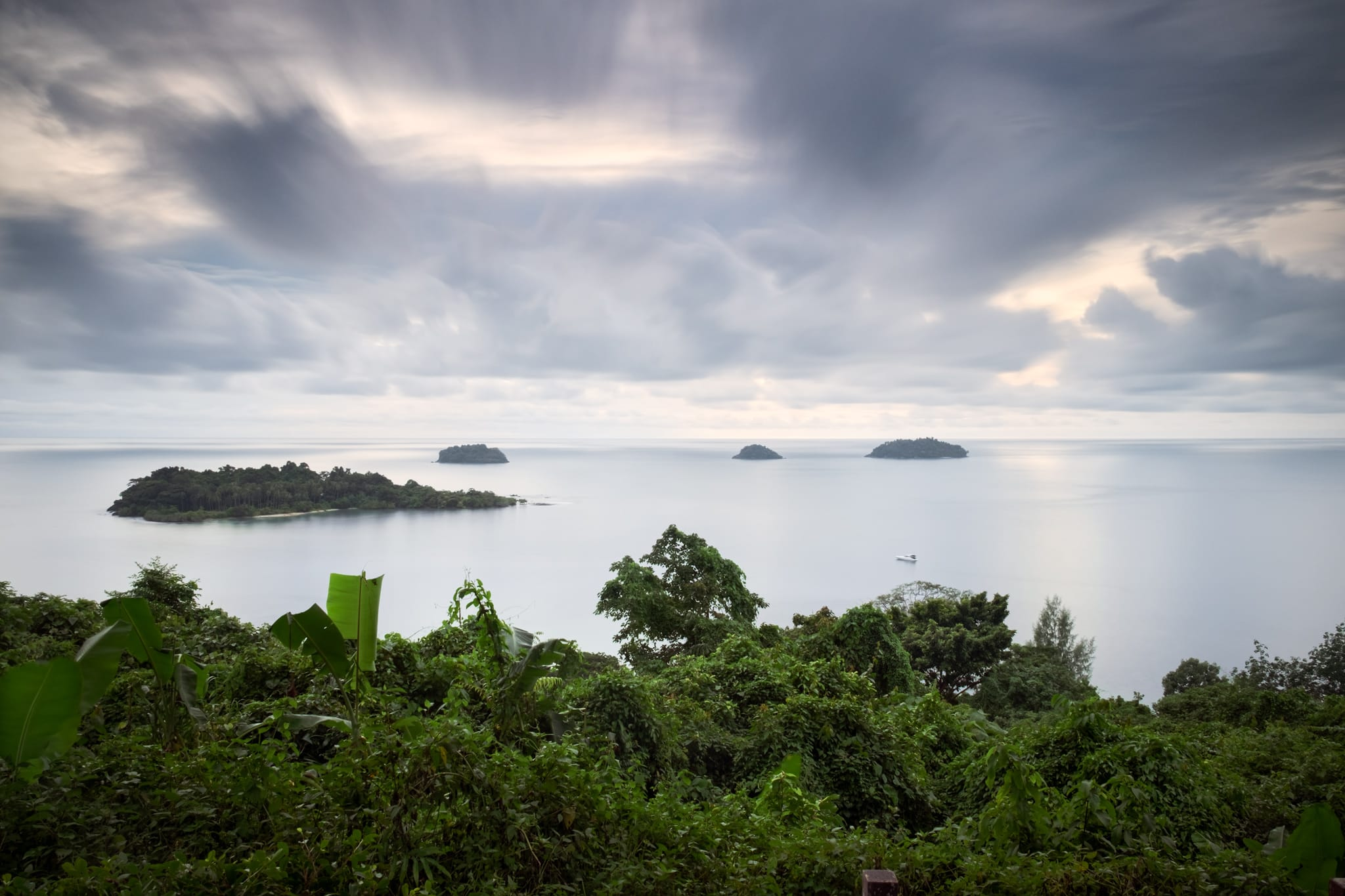 Long exposure taken from a high Seaview Point at Kaibae beach on Koh Chang island, Thailand.⁠ Clouds and sea look creamy. The 4 small islands near the horizon starting from the left are Koh Man Nai, Koh Man Nok, Koh Man Pli and Koh Man Yuak.